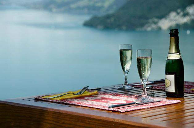 Beispiel: Sektempfang für die Gäste, Foto: Hotel Restaurant Meielisalp.