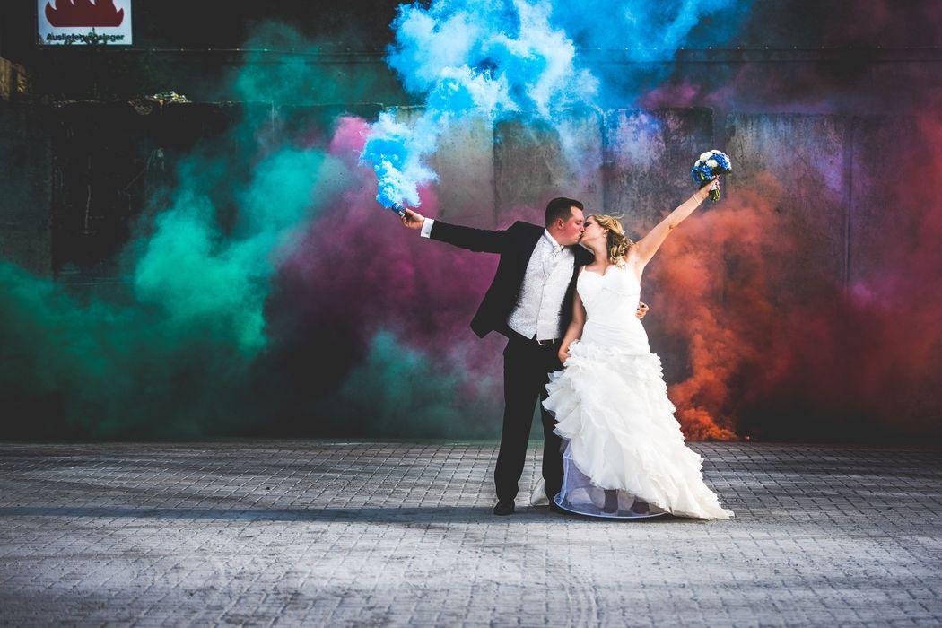 Beispiel: Brautpaarshooting mit Rauchfackel, Foto: Hochzeitsfotografie Thomas Göbert