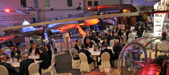 Beispiel: Stühle und Hussen, Foto: ALLSTARS Eventservice.