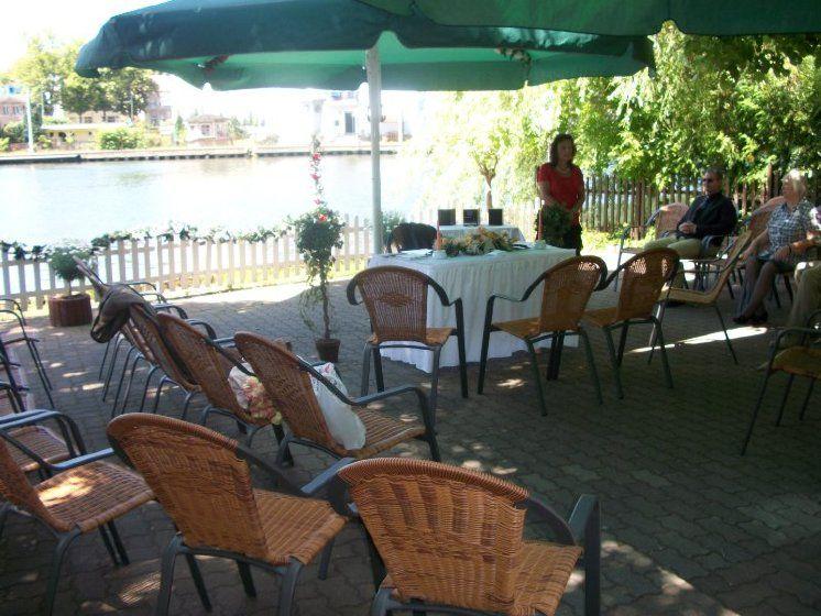 Beispiel: Trauzeremonie unter freiem Himmel, Foto: Restaurant Liebesquelle.