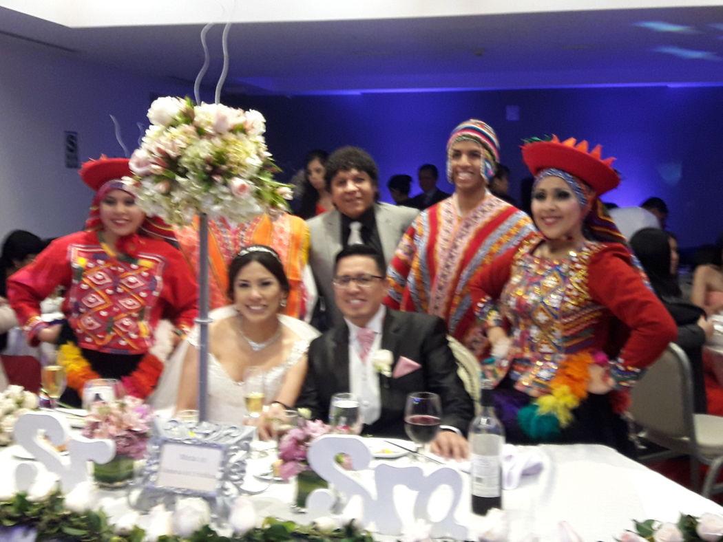 TOMA DE FOTOS CON EL EQUIPO DE DANZAS DE ALMA CRIOLLA EN EL HOTEL MARRIOTS