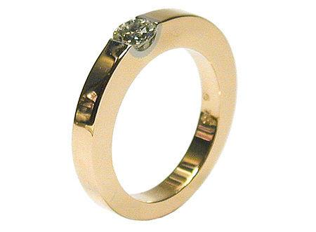 Beispiel: Verlobungsring Roségold und Diamant, Foto: Heidenreich Schmuck.