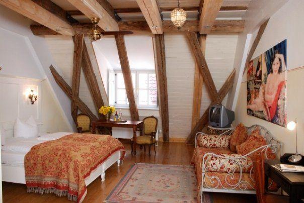 Beispiel: Hotelzimmer im Dachgeschoss, Foto: Orphée.
