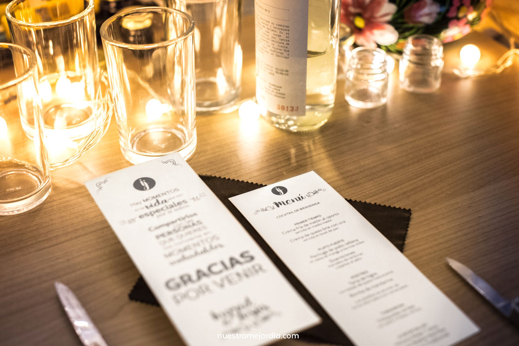 Menú de comida y agradecimiento para cada invitado.