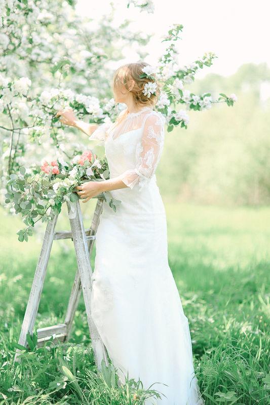 Цветущие сады и открытый воздух - лучшее место для свадебной съемки