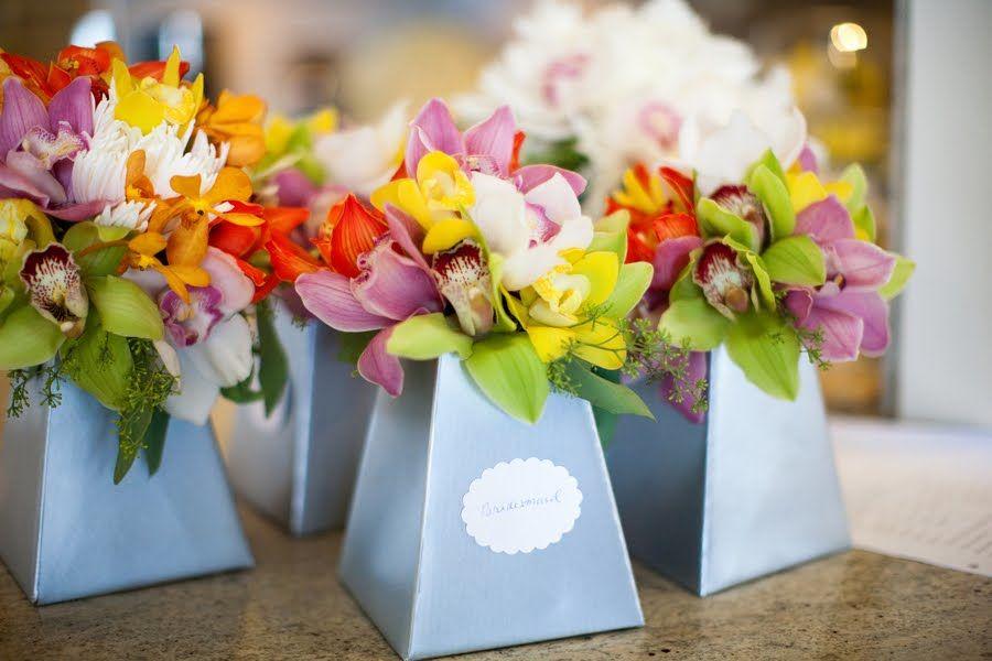 Jarrinhas com flores vários tons