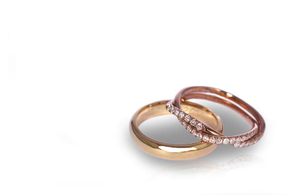Argollas de matrimonio en oro blanco y  oro rosado con veintidós diamantes de .10ct