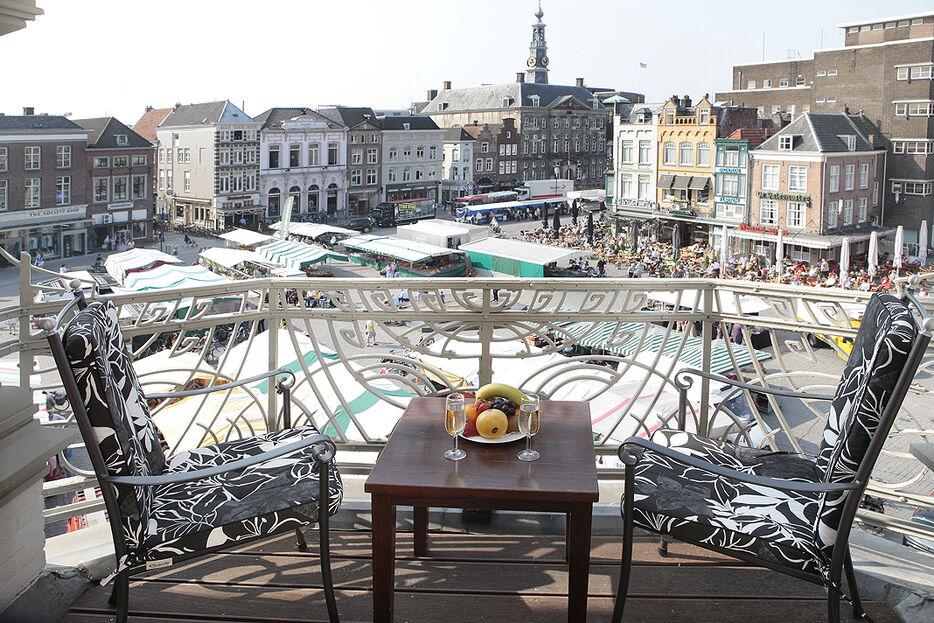 Hotel Central is dé perfecte locatie met alles onder 1 dak voor deze historische dag, 'uw eigen sprookje in hartje 's-Hertogenbosch'. Gelegen op de mooiste plek van 's-Hertogenbosch aan de historische Markt, het eeuwenoude hart van de stad.