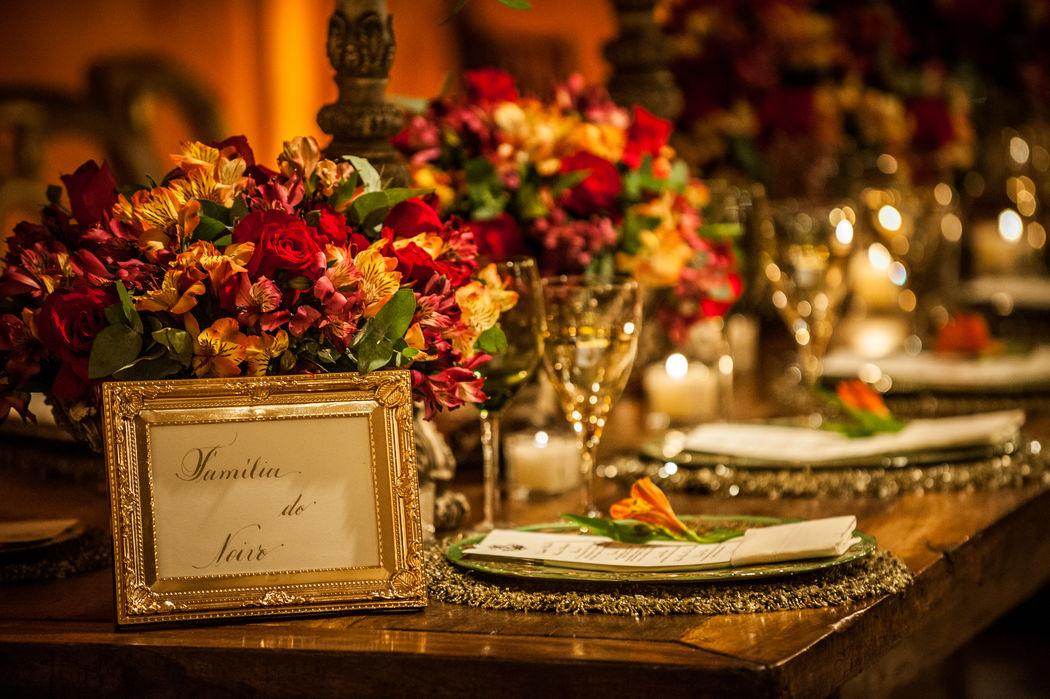 Mesa dos noivos com nossos porta retratos que complementam a decoração.
