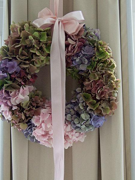 Beispiel: Blumenkranz in der Kirche, Foto: Evelyn Kühr.