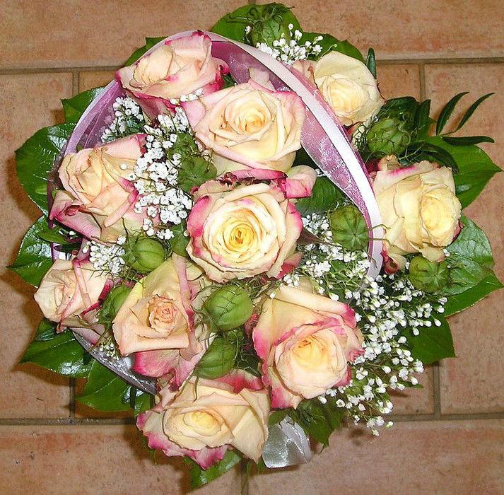 Beispiel: Brautstrauß in hellen Farben, Foto: Florist Atelier Klotz.