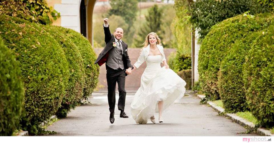 Brautpaarfotos. Hochzeit in Schloss Obermayrhofen. Hochzeitsfotograf: Steven Lin - www.myshoot.at