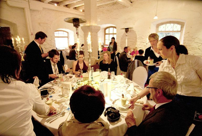 Beispiel: Hochzeitsgesellschaft, Foto: Schloss Ehrenfels.