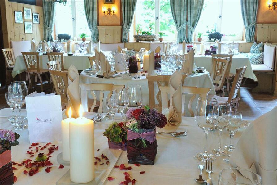 Beispiel: Hochzeitstisch, Foto: Romantik Hotel Linslerhof.