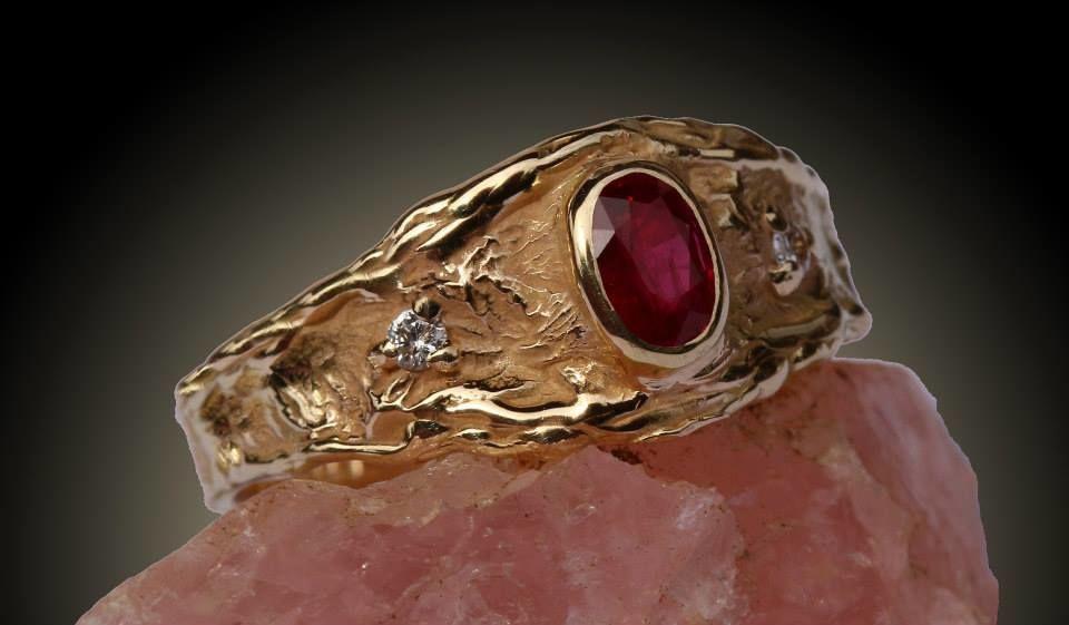 Bague de fiançailles diamants et rubis Présence du coeur