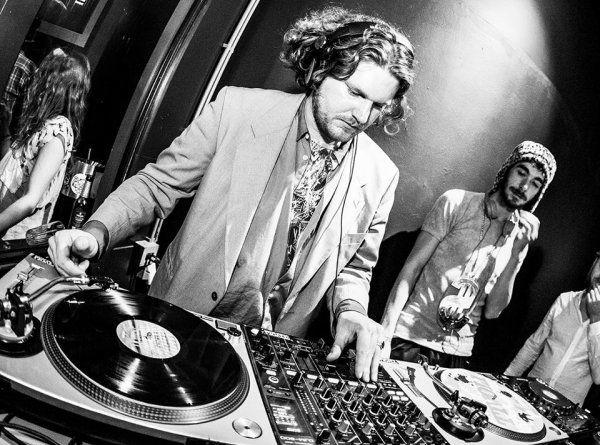 Evenses - Artiesten en DJ's