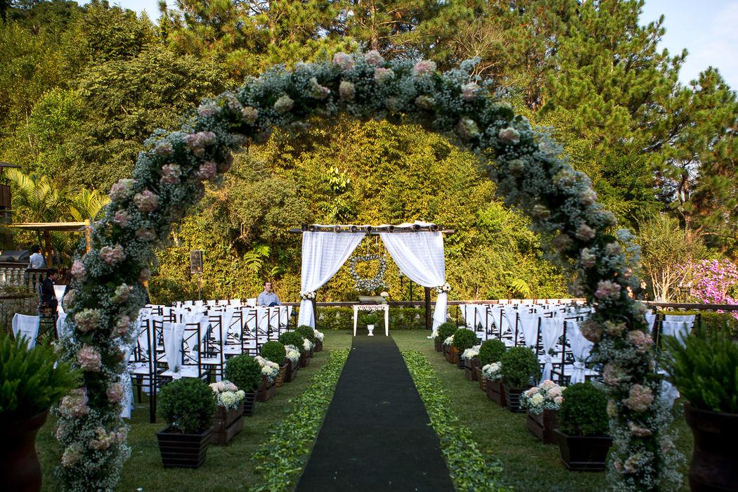Gramado para Cerimônia 1 - Com Arco de Flores