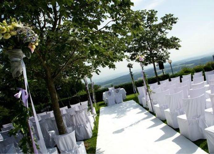 Beispiel: Trauung unter freiem Himmel, Foto: Hotel Schachner.