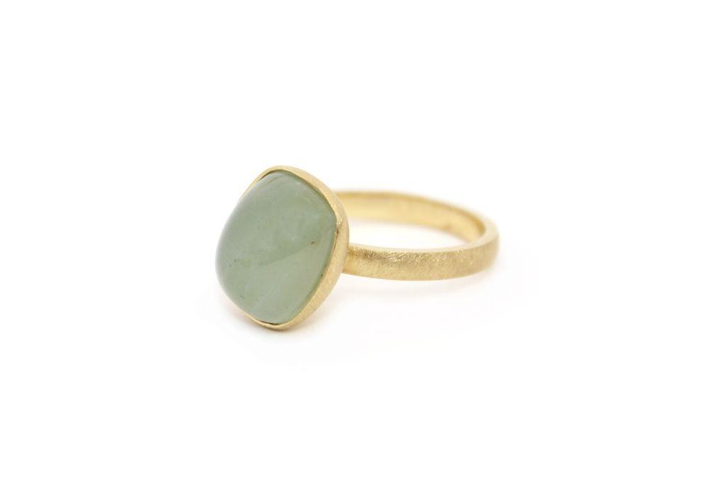 Mooi als verlovingsring maar ook een bijzondere trouwring. Deze ring is met een aquamarijn.