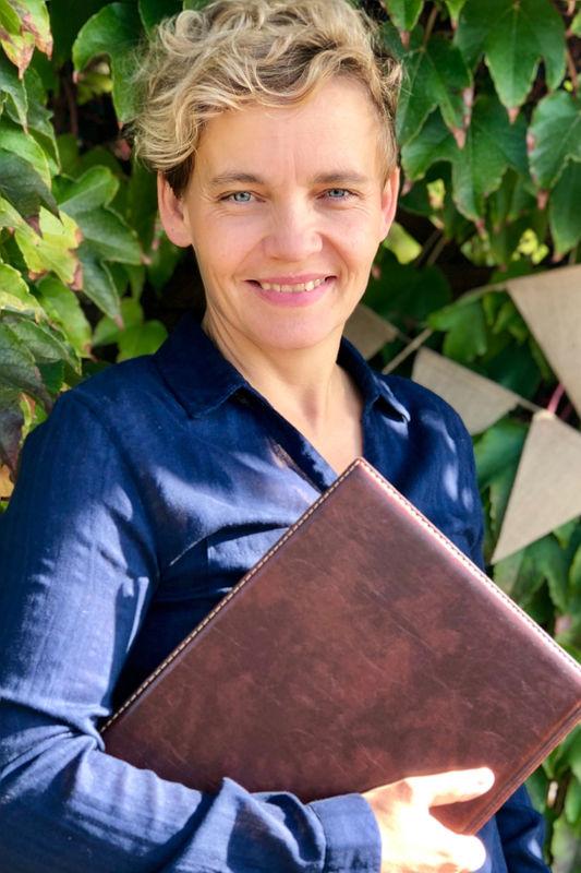 Frau Weiss Traurednerin (IHK zertifiziert)