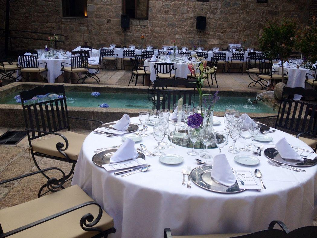 Montaje mesa banquete