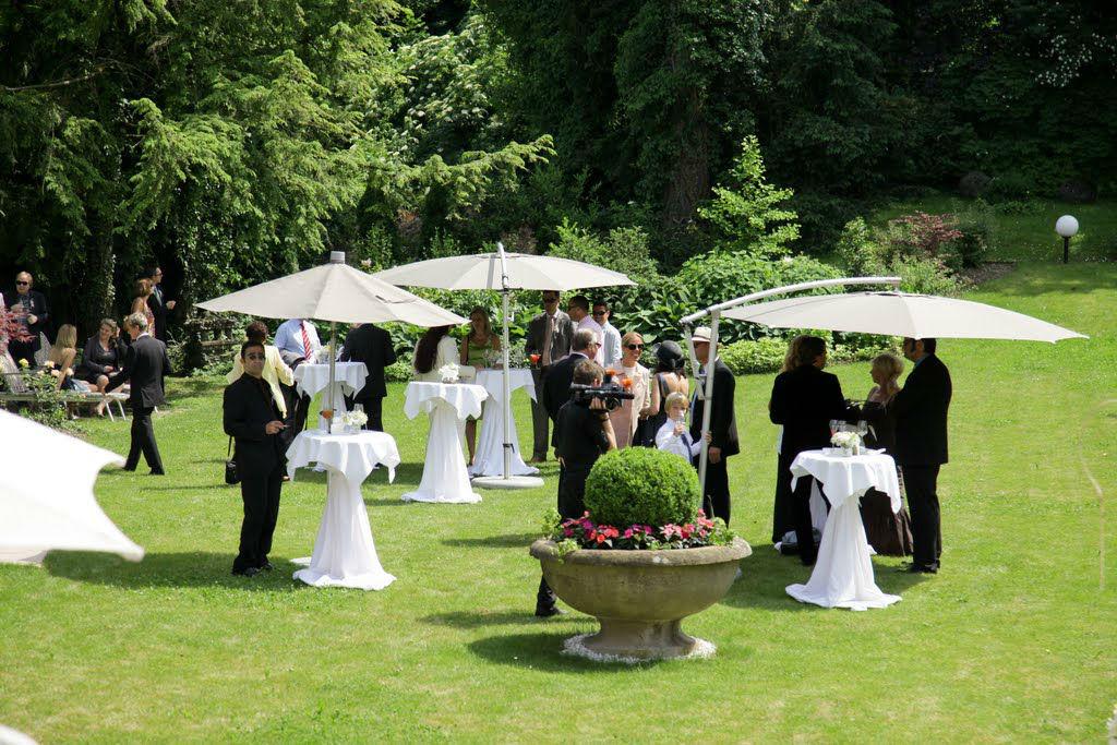 Get Together im 14.000 m2 großen Schlosspark, Foto: Hotel Schloss Mönchstein.