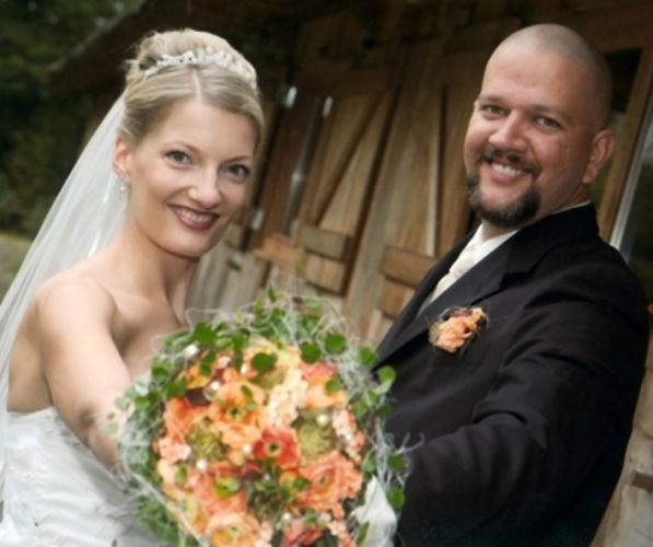 Beispiel: Fröhliches Brautpaar, Foto: Sabine Zimmermann.