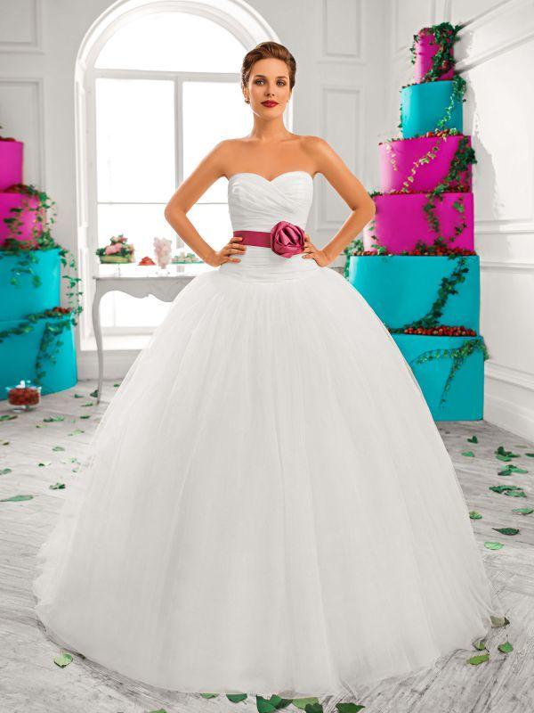 Пышное платье для настоящих принцесс с открытым верхом от Helen Miller