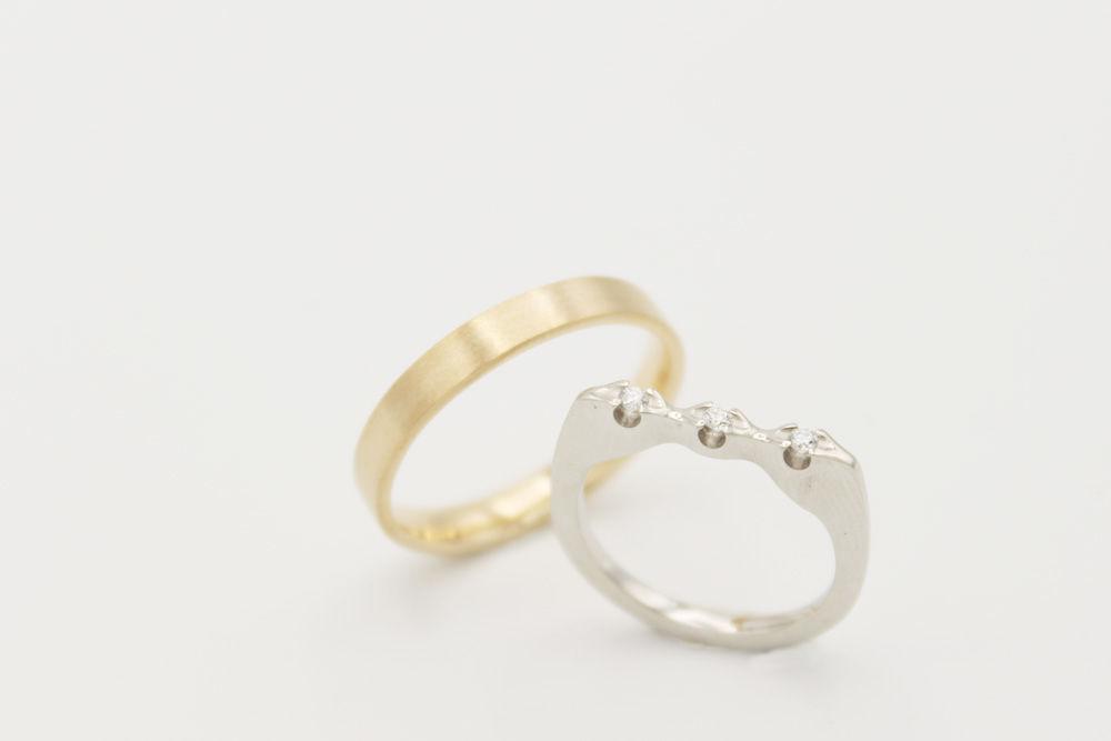 Oro rosado y blanco 18 kilates con tres diamantes de 0.02 ct cada uno