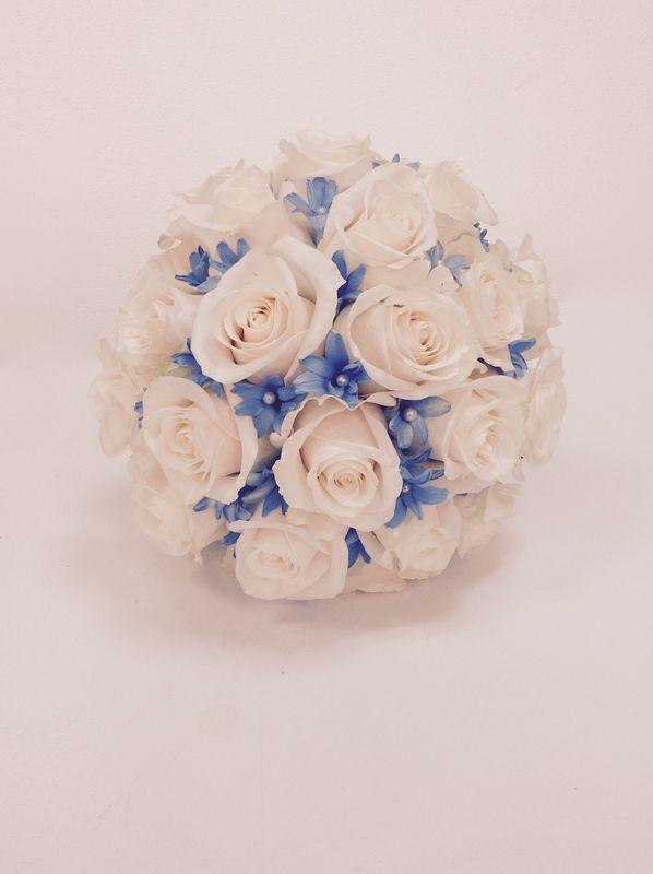 Rosas vendela y detalle azul