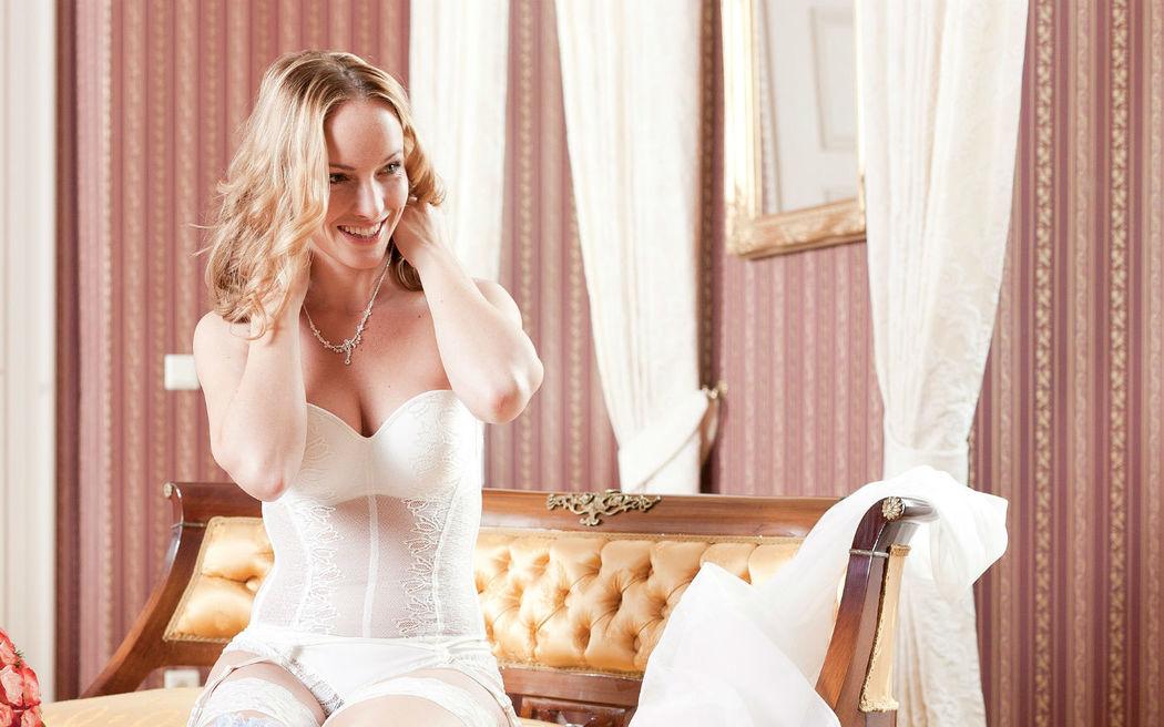 Beispiel: Brautdessous, Foto: Barockoco Braut & Festmoden.