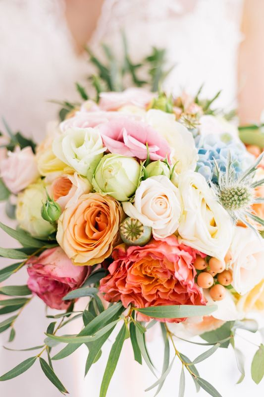 Brautstrauß in Pastells & einem Touch Koralle Foto: Weitblick-Fotografie