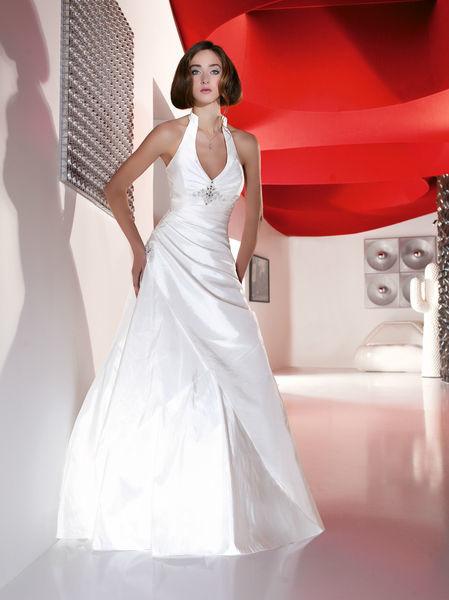 Beispiel: Individuelle Brautkleider, Foto: Oprée Brautmoden.