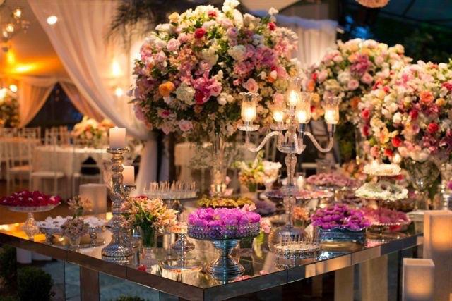 Mesa de bolo e doces estilo provençal