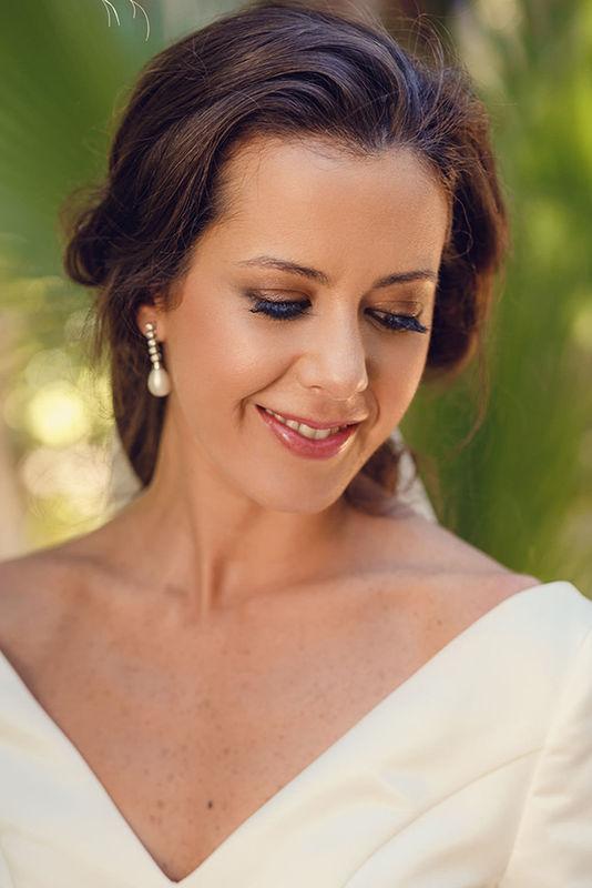 Retoques de maquillaje durante la boda. Nuria Villa · Makeup Studio
