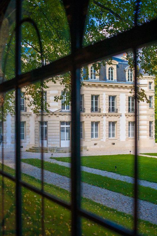 Château d'Hardricourt - à travers l'orangerie