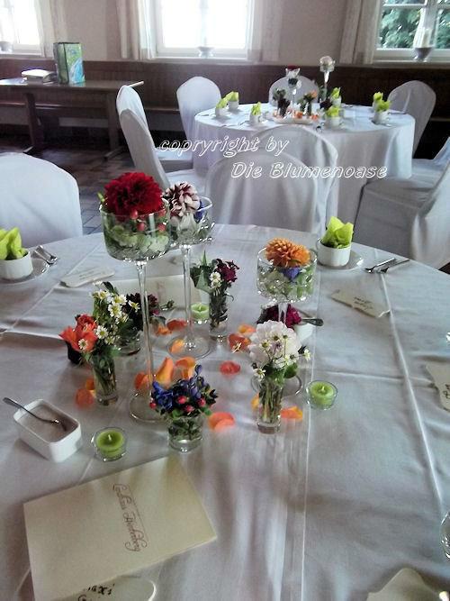 Beispiel: Blumenschmuck für Ihre Hochzeitslocation, Foto: Die Blumenoase.