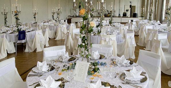 Beispiel: Festliche Tischdekoration, Foto: Café -Restaurant Orangerie.