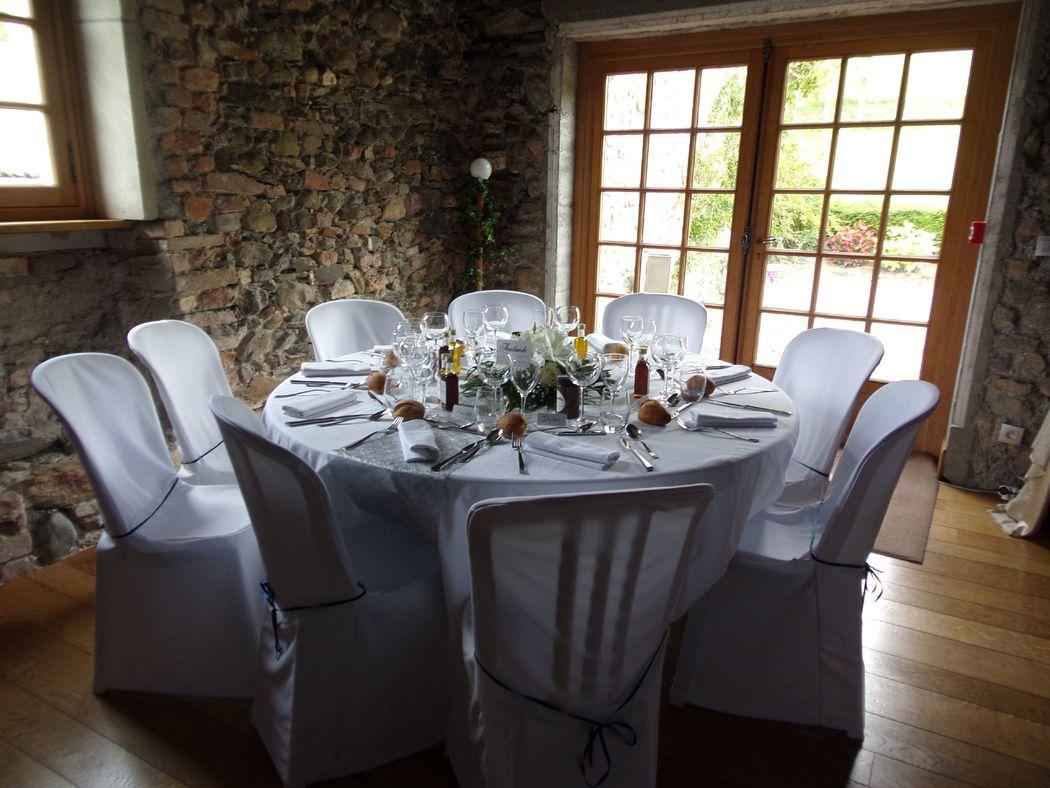 Centre de table rond, tables des invités