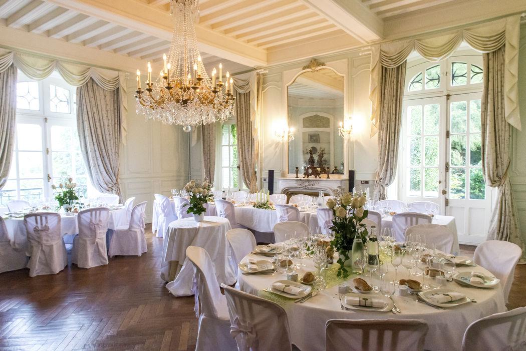 Les salons pour un diner (jusqu'au 90 personnes assis) .