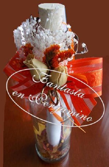 Las invitaciones en botella en diferentes colores y diseños, otra opción para sus bodas.
