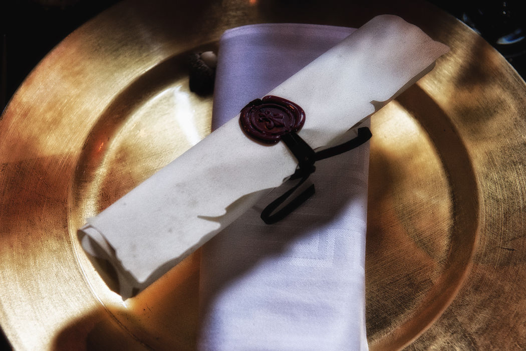 Mariage de Stéphanie & Cyrus, américains du Texas, organisé à L'Abbaye des Vaux de Cernay à Rambouillet, décoration Eric Chauvin, thème médiéval, menu Chez Sandrine, Crédit Jack Gautier