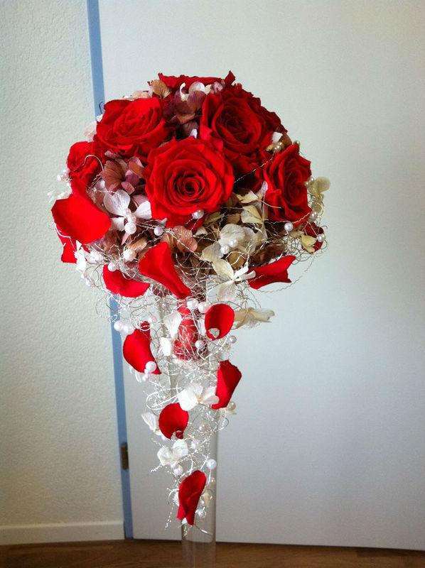 Beispiel: Blumendekoration, Foto: Brautstrauss24.ch.