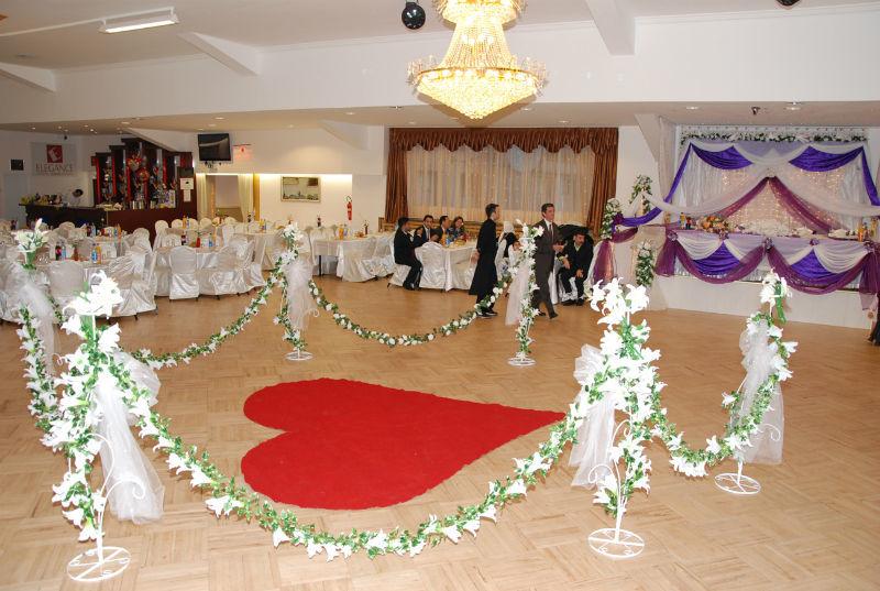 Beispiel: Dekoration der Tanzfläche, Foto: Arkadas Dekorasyon.