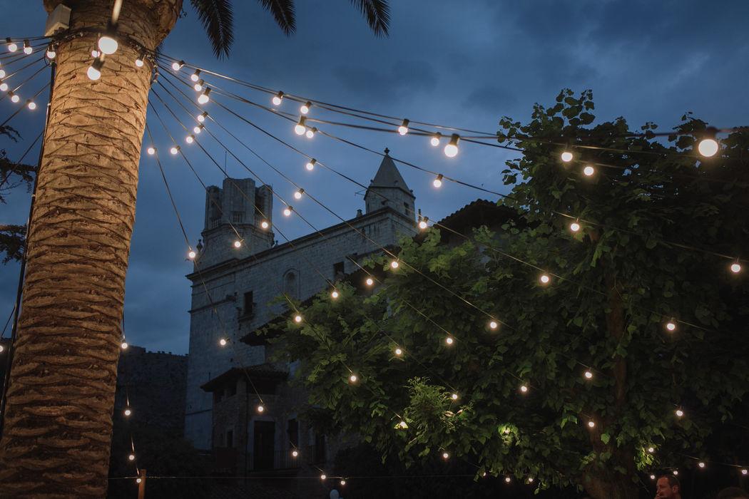 La magia del Palau lo Mirador también se vive al caer la noche.