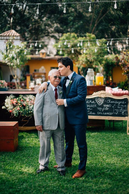 Modern Rustic Chic wedding in Lima Iris & Jimmy: Jimmy y su abuelito antes de su boda