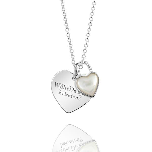Beispiel: Halskette mit Gravur Heiratsantrag, Foto: Pearlfection.