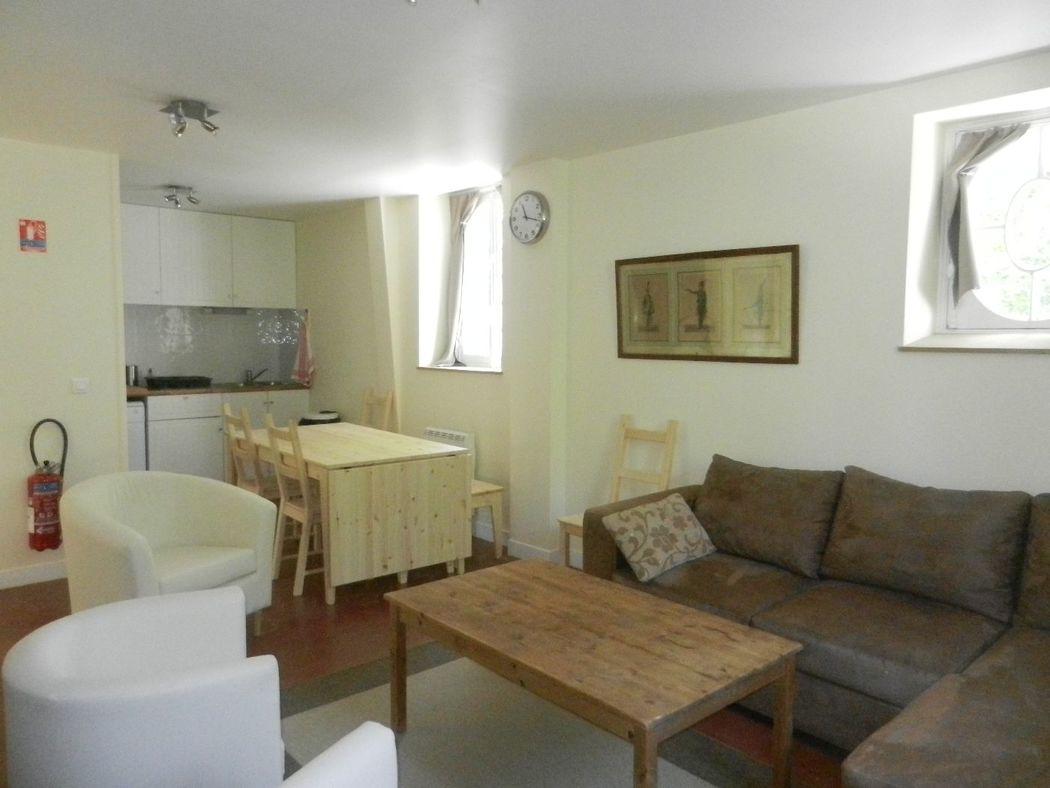 gite des communs (8 chambres) salon, salle à manger