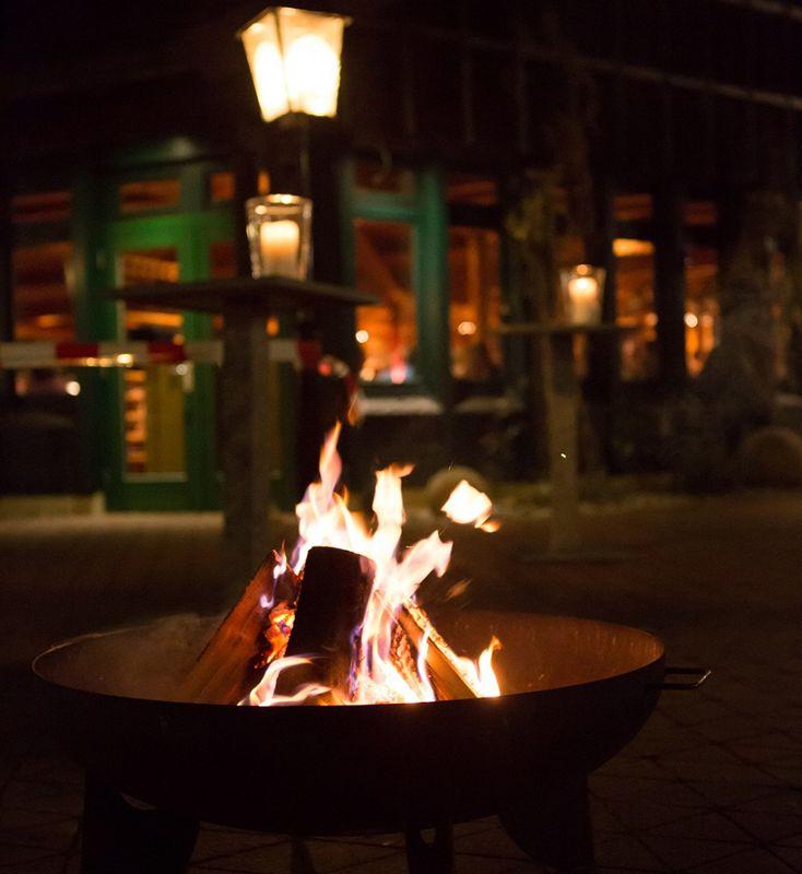Beispiel: Aussenansicht bei Nacht, Foto: Wirtshaus am Rosengarten