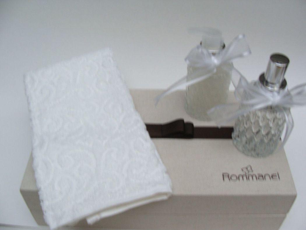 Caixa revestida em tecido, contendo toalhinha, home spray e sabonete líquido, Rommanel, Enchanter | Projetos Especiais